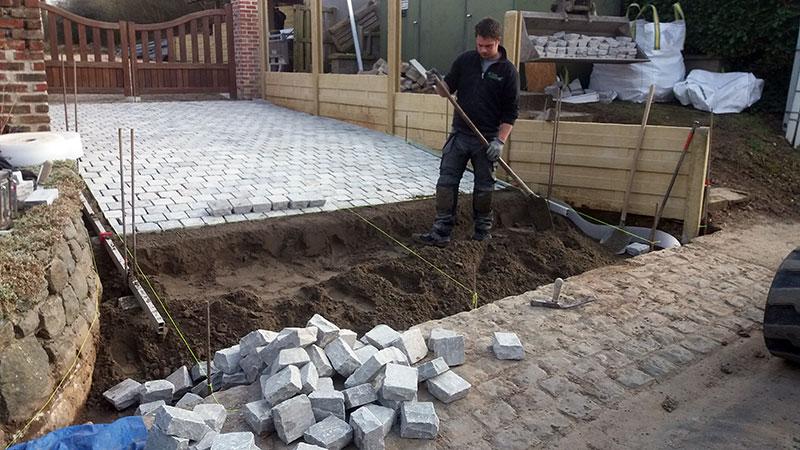 Aanleg oprit silver garden for Terras op een helling